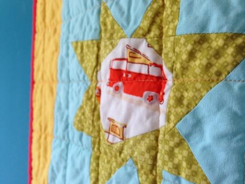 sewkatiedid/happy snowballed sunshine quilt