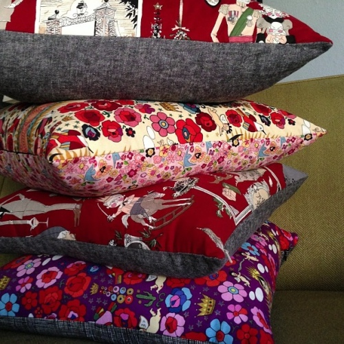 SEW KATIE DID:Christmas Pillow Stack